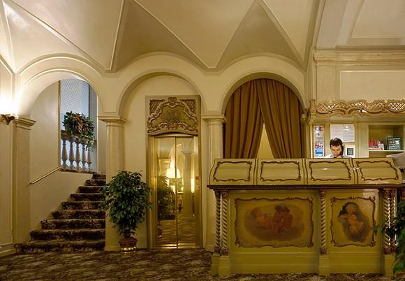 Hotel posta nel cuore della storia for Questura di reggio emilia permessi di soggiorno